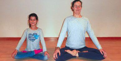 Actividad-yoga-infantil-2-389x233